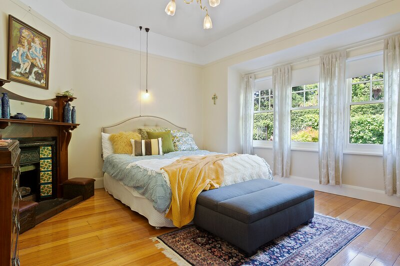 Twyford  - lovely 1923 fully equipped property close to city | sleeps up to 9, holiday rental in Launceston
