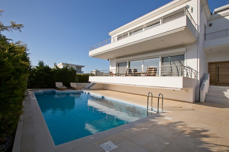 Luxury Villa Loutraki with private heated pool, vacation rental in Loutraki