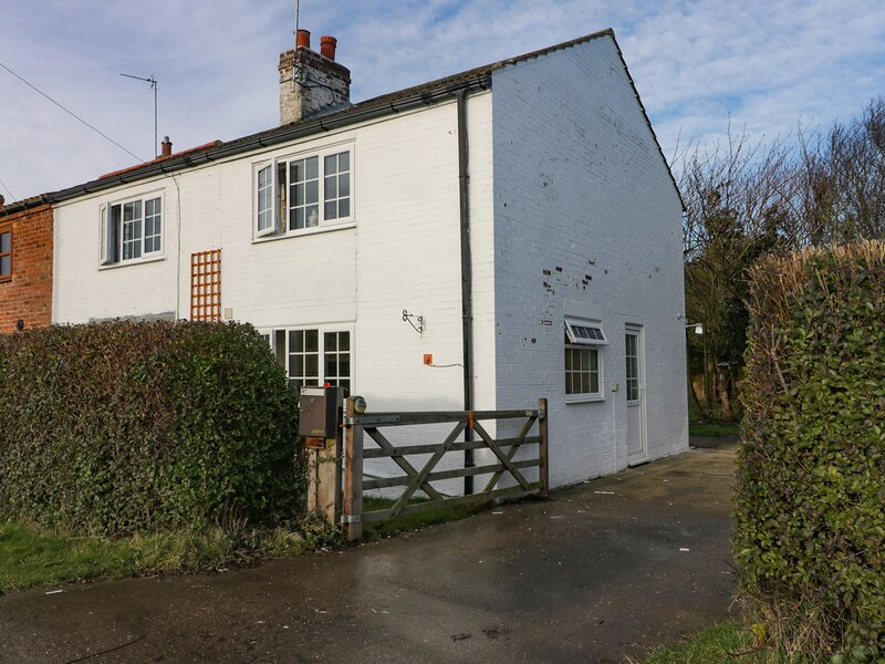 Spey Cottage, Hornsea, holiday rental in Mappleton