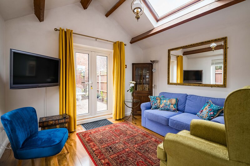 Exclusive Home in Acton by UnderTheDoormat, holiday rental in Acton