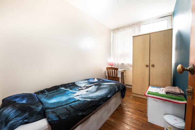 Single Room In Poplar, holiday rental in Stratford City