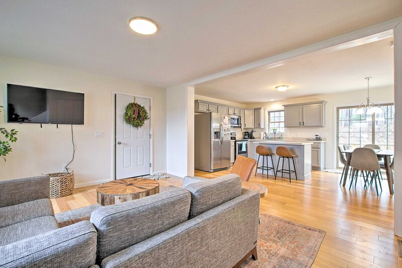 NEW! Pet-Friendly Lebanon House w/ Lake Access!, holiday rental in East Hampton