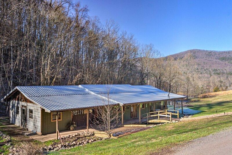 NEW! Remodeled Blue Ridge, Cherokee Forest Retreat, location de vacances à Hot Springs