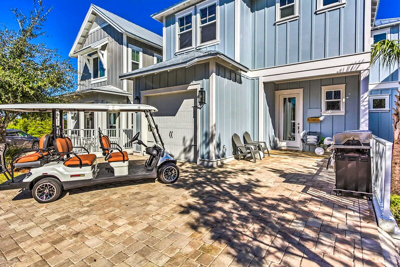 NEW! Beach House Right off 30A: 6-Seater Golf Cart, aluguéis de temporada em Seaside