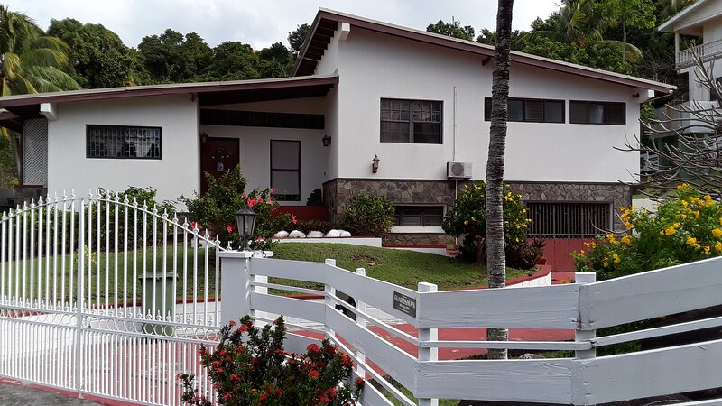 A&D's Tennis Villa, vacation rental in Kingstown