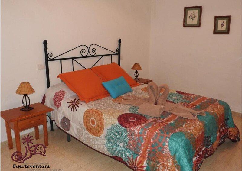 CASA RURAL 'CASA DEL CUARTEL 1 DORMITORIO', holiday rental in Tefia