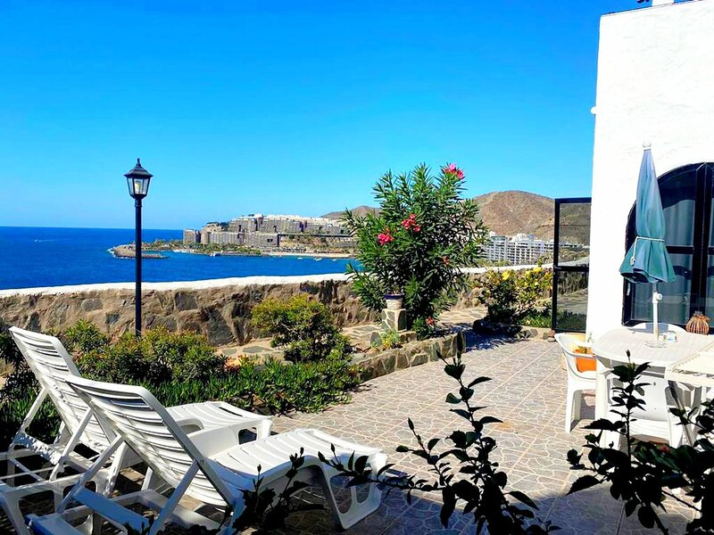 First line apartment with ocean views, location de vacances à Cornisa del Suroeste