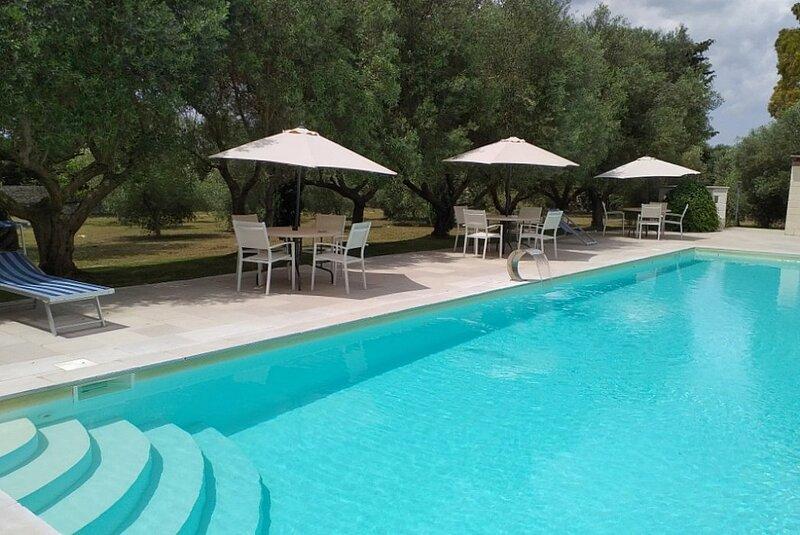 San Michele Salentino Villa Sleeps 4 with Pool and WiFi - 5880796, location de vacances à San Michele Salentino
