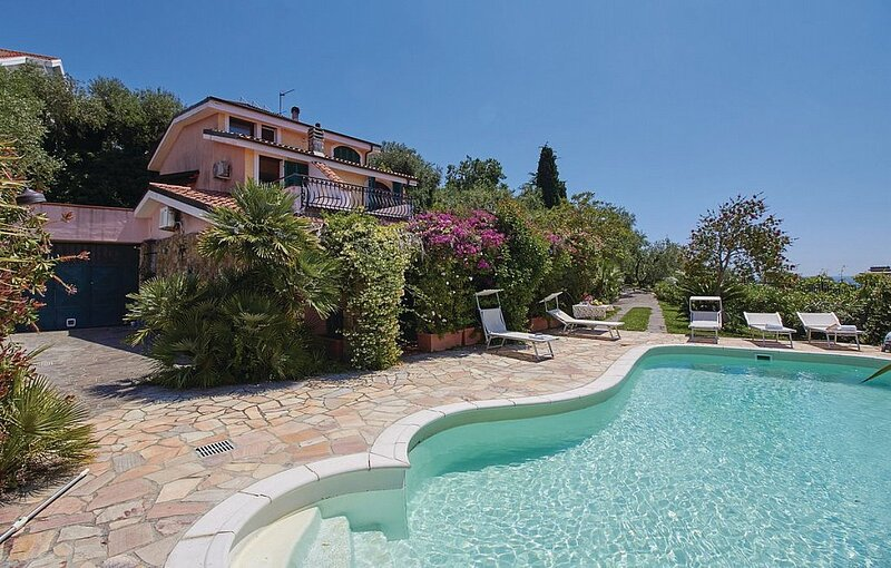 Villa Zirconia, vacation rental in Imperia