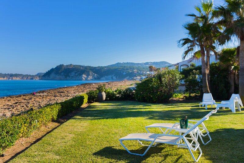 Villa Sequia de la Noria Jávea, Frente al Mar con Vistas Espectaculares, vacation rental in El Tosalet