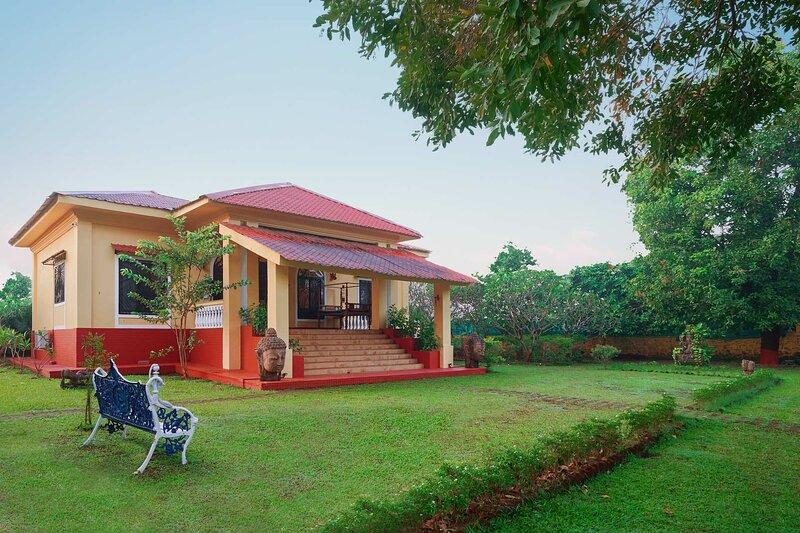 Vintage Estate by Vista Rooms, vacation rental in Wadawali
