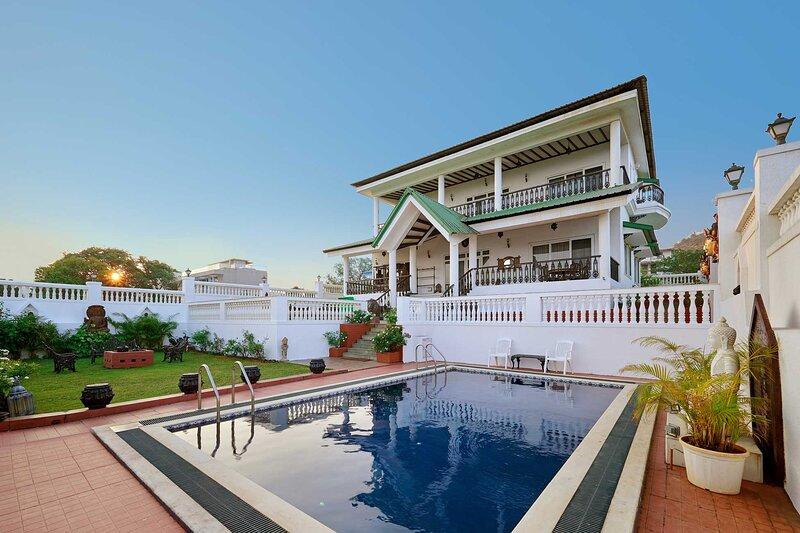 Ananda Villa by Vista Rooms, holiday rental in Lonavala