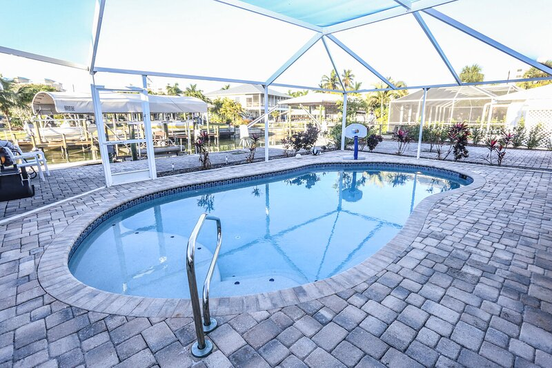 Waterfront Pool Home, vacation rental in Survey Creek