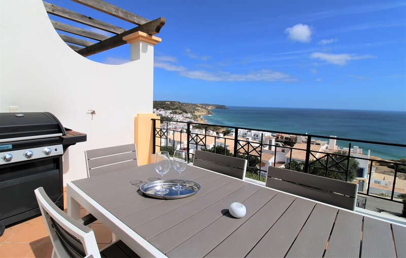 Salema - front line luxury (CN14), holiday rental in Salema