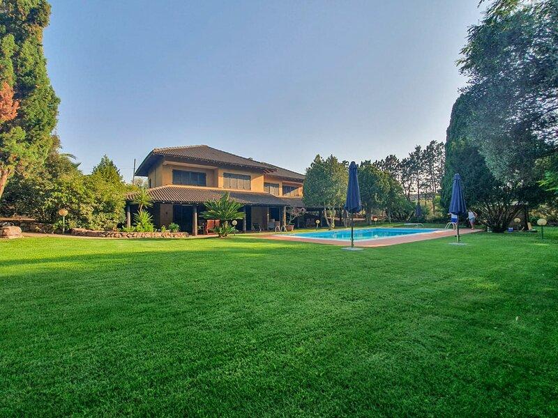 Domus 81 - Villa con piscina in Sardegna | -20% Last Minute Luglio, vacation rental in Uri