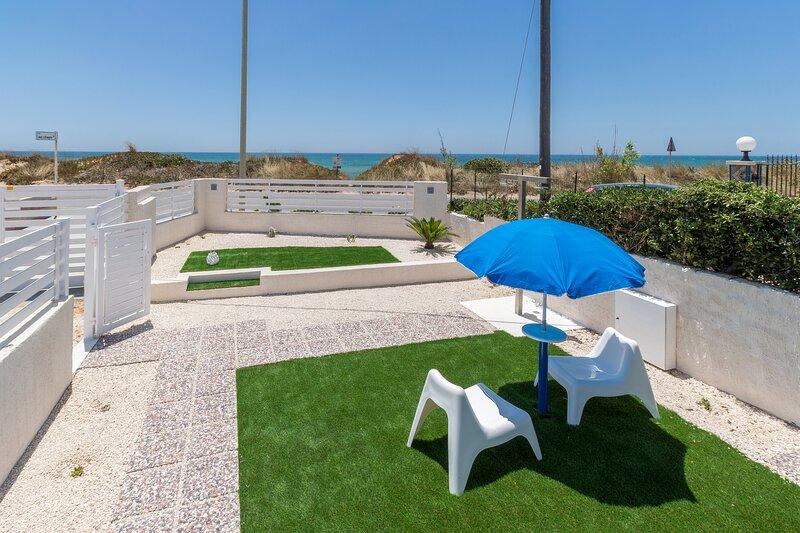 Oneiro, apartment 10 m from the beach near Pozzallo, vacation rental in Santa Maria del Focallo