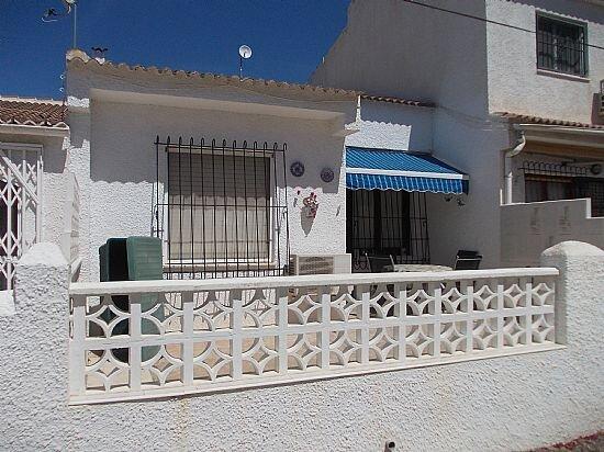 Two bedroom Spanish style bungalow Torrevieja, location de vacances à El Chaparral