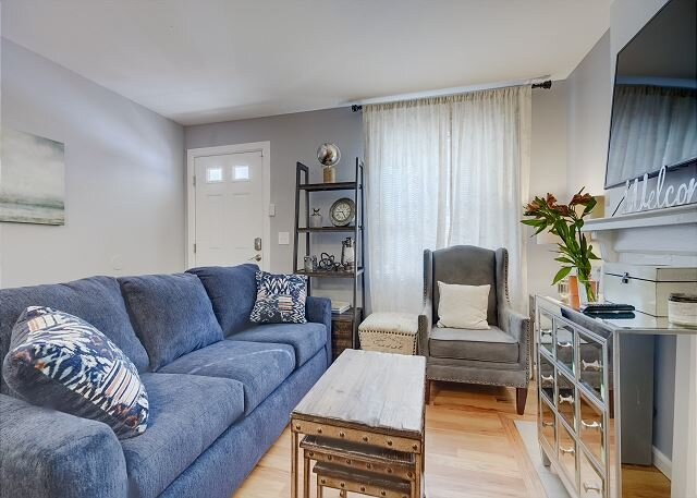 Chic 2 Bd Condo, Great Location- Stay Long Term!, vacation rental in Commerce City