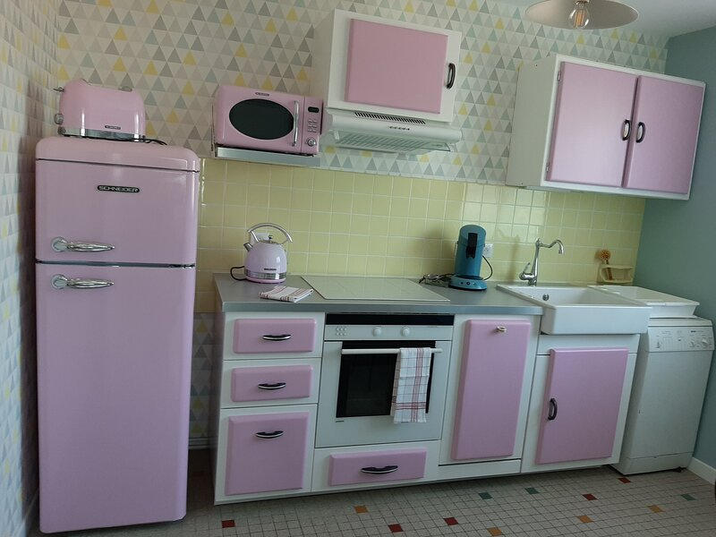 4**** - Et si vous retourniez habiter chez vos grands parents ? déco vintage, location de vacances à Chapdes-Beaufort