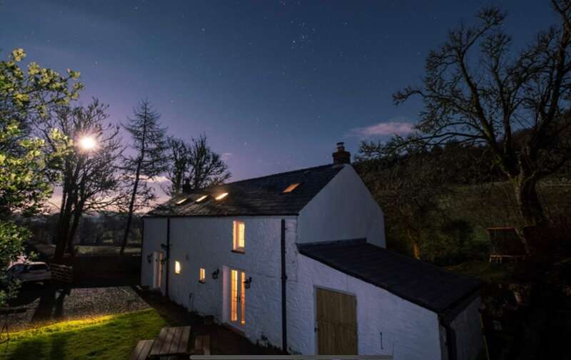 Tyn Y Coed  Cottage with luxury Hot Tub, sleeps 6, casa vacanza a Llandovery