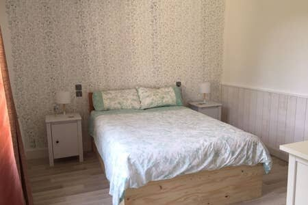 Les Volets Bleus 2 bedroom Gite with Large Garden, Queaux, Vienne, France, holiday rental in Millac