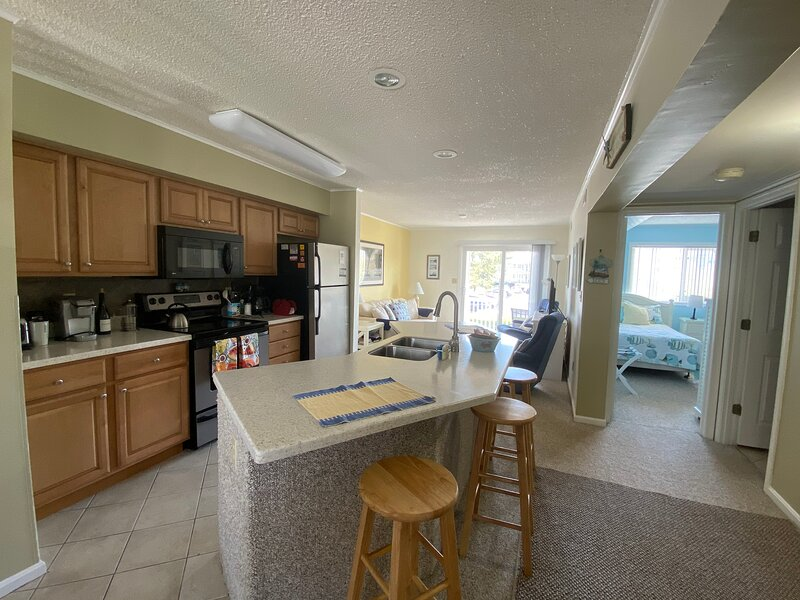 Oceanblock 2 Br, 2 Bath Condo Fun & Sun, holiday rental in Ocean City