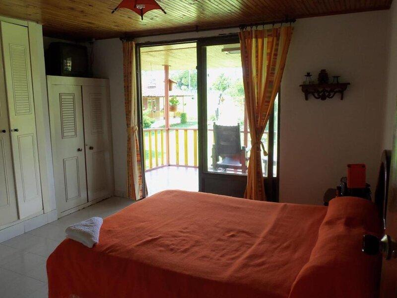 Alojamiento Rural Los Cerezos - apartamento rustico, aluguéis de temporada em Montenegro