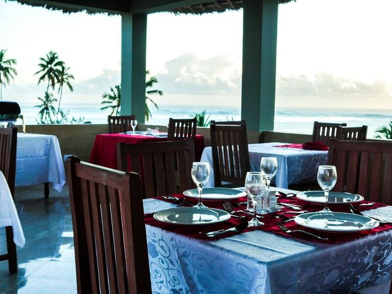 Sea Crest Hotel Spa is located near the beach at Kiwengwa village Zanzibar, casa vacanza a Pwani Mchangani