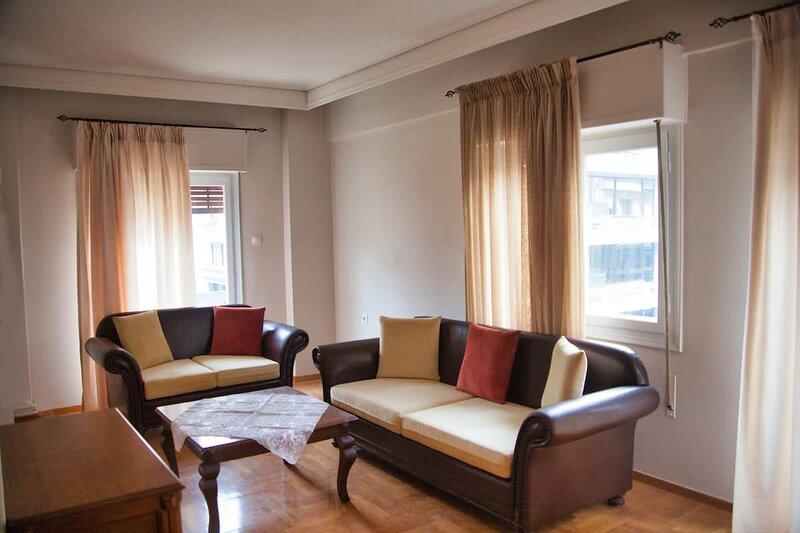 2 Bedroom Luxury Apartment in the Central Square, aluguéis de temporada em Larissa