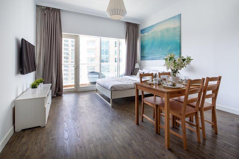 Modern and Stylish Studio In Downtown Dubai, vacation rental in Hatta