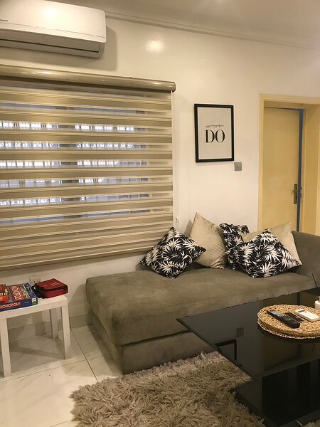 Affordable 1BR w/terrace+fast WIFI perfect for two, alquiler vacacional en Lekki