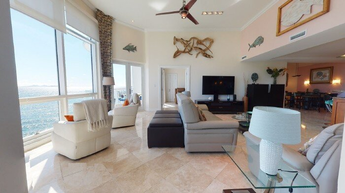 LIGHTHOUSE 6B... penthouse with spectacular views, resort amenities of OBBR, holiday rental in Oyster Pond