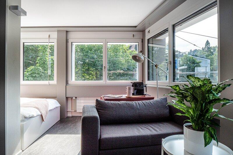 modernes 1-Zimmer-Apartment 'modern red', holiday rental in St. Gallen