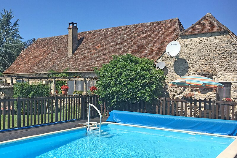 Traditional 5 bedroom Farmhouse with heated pool in the heart of the Dordogne, Ferienwohnung in Saint-Sozy