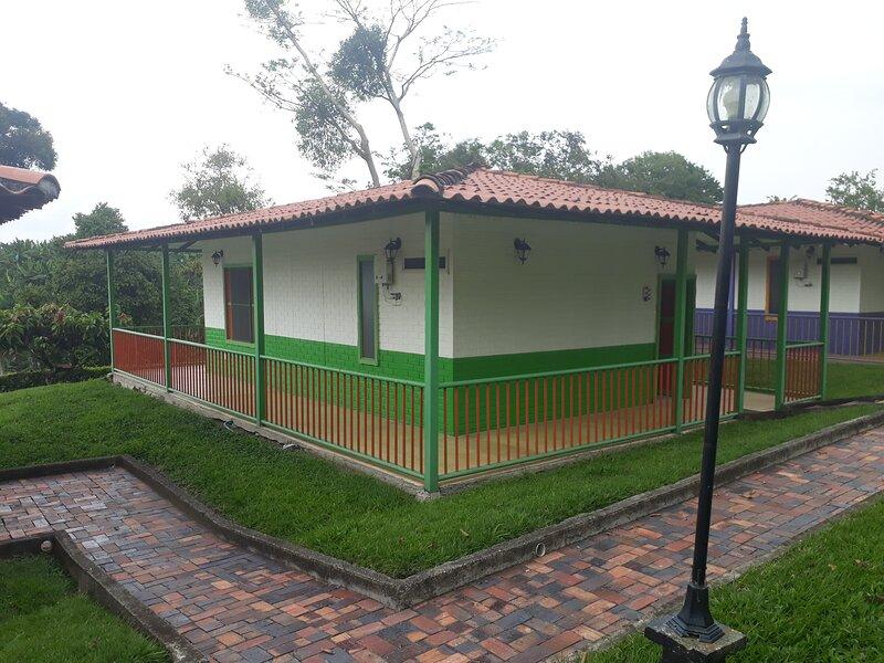 Alojamiento Rural Los Cerezos Naturaleza y bienestar Chalet, holiday rental in Pueblo Tapao