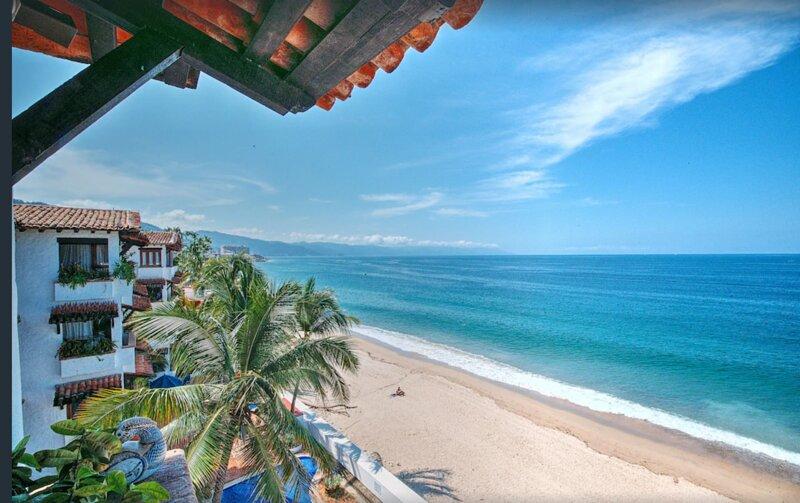 Oceanfront Penthouse w/Amazing Views in Puerto Vallarta, holiday rental in Puerto Vallarta