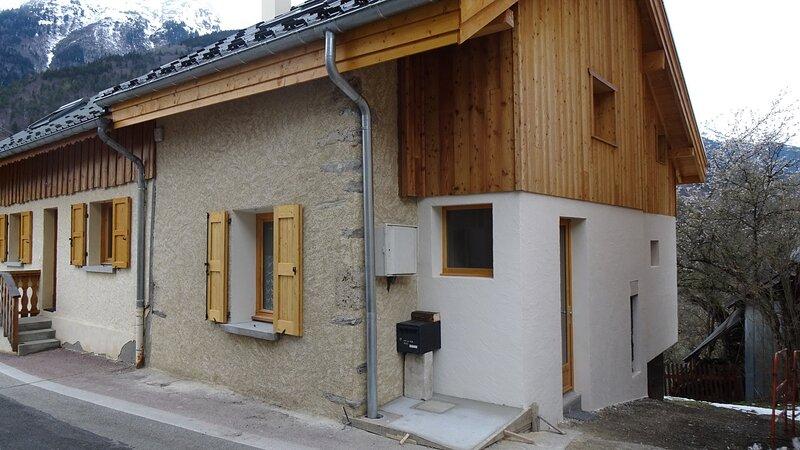 Maison coeur de village de montagne, holiday rental in Oz en Oisans
