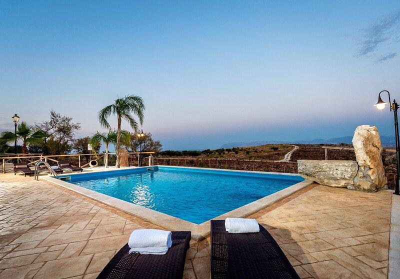 Villa Le Muse con piscina, holiday rental in Villaggio Sporting