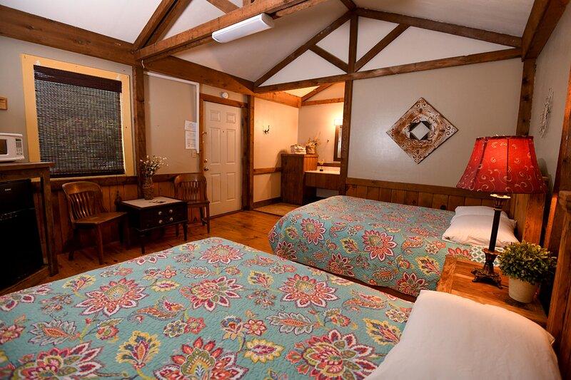 Cabin #11 - Rustical Cabin in natural surroundings, holiday rental in Vanderpool
