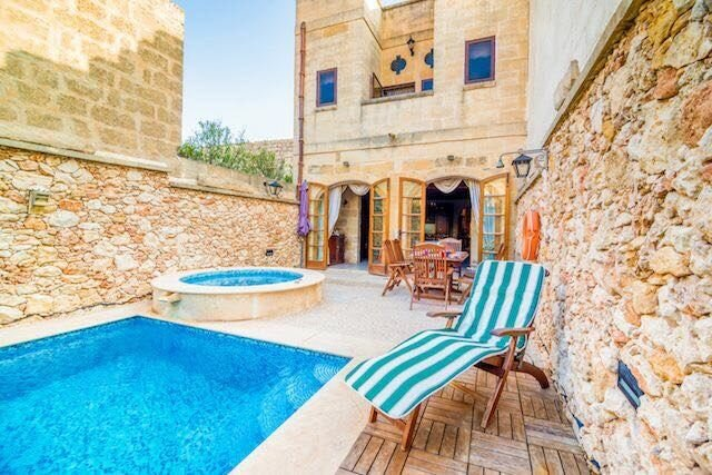 Amazing villa with swimming-pool, holiday rental in Nadur