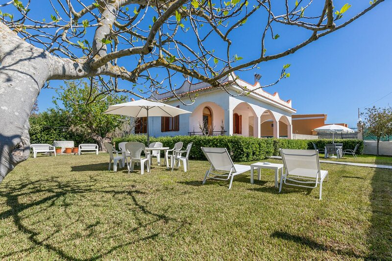 Piccio House On The Sandy Beach, Parking Wifi, holiday rental in Piccio