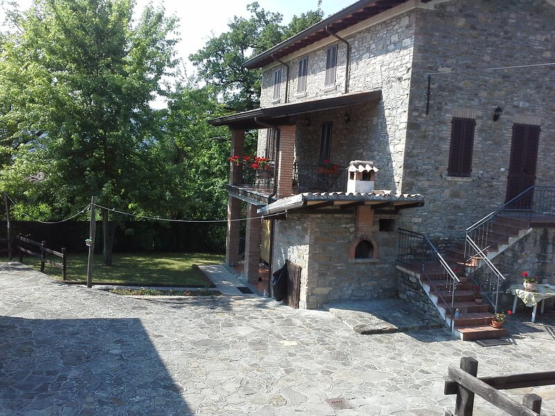 Comfortable 2 bedroom farmhouse hidden away in the plush hills of Emilia-romagna, vacation rental in Gropparello
