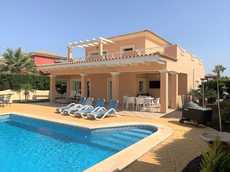 VILLA DE LUJO DE 550 M2 CON PISCINA PRIVADA Y BARBACOA, location de vacances à Banos y Mendigo