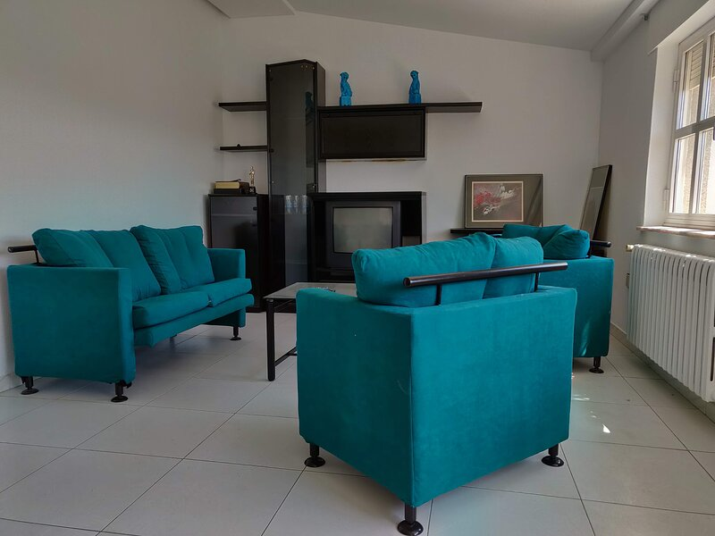 Remarkable 3-Bed Apartment s in La Bañeza, holiday rental in Morales del Rey