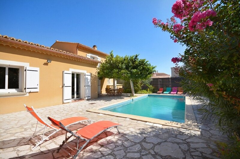 Spacious villa with swimming-pool, holiday rental in Saint-Didier
