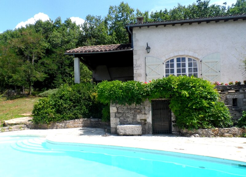 Amazing house with swimming-pool, holiday rental in Caussade