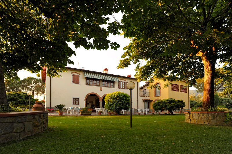 Agriturismo Bellosguardo - apartament 45 person, vacation rental in Leccio