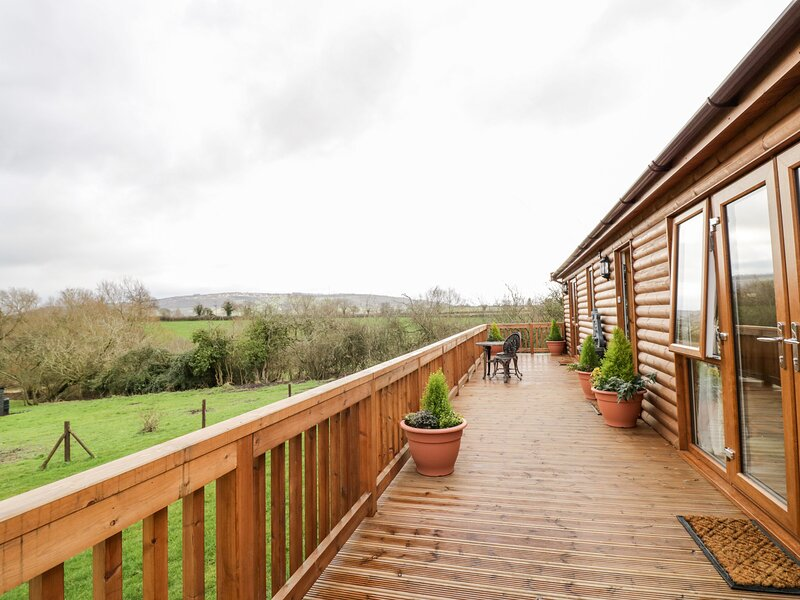 Brookside Lodge, Defford, holiday rental in Uckinghall