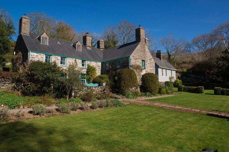 Beautiful 14th Century 7 Bedroom Manor House on Private 3000 Acre rural Estate, holiday rental in Porthmadog