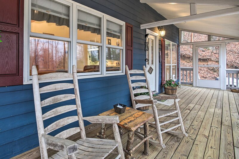 Escape to this 2 bedroom, 2-bathroom vacation rental in Hayesville, NC.